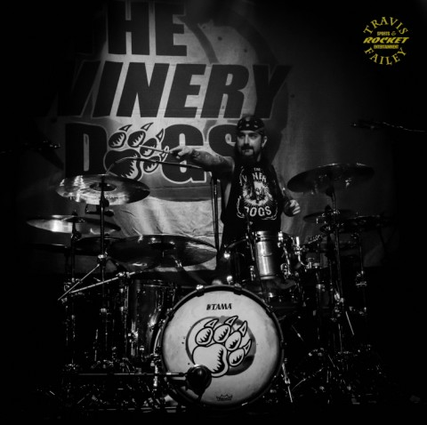Even in black and white, the still colorful Mike Portnoy (photo Travis Failey / RSEN)