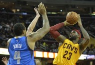 Lebron shoots a fade-away over Greg Smith of the Dallas Mavericks (photo David Richard / USA TODAY Sports)