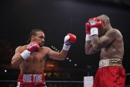 Keith Thurman (left) and Luis Collazo (photo Alex Menendez / LatinBox)