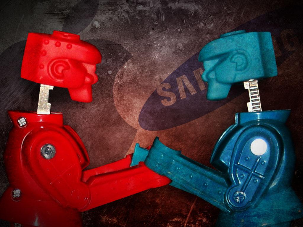 apple-vs-samsung-rock-em-sock-em-robots