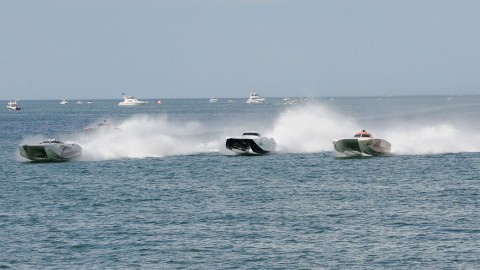 The start of the Superboat race, (left to right) Spirt of Qatar, Racing for Cancer, and the Stihl all power toward turn one. (Chuck Green / Cg Photography photo)