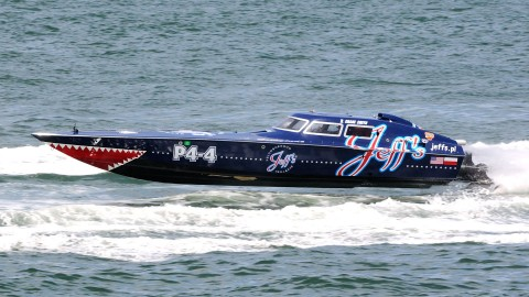 The Production 4 class, Jeff's Phantom, flies the boat over the slightly choppy waters just off Clearwater Beach. (Chuck Green / Cg Photography photo)