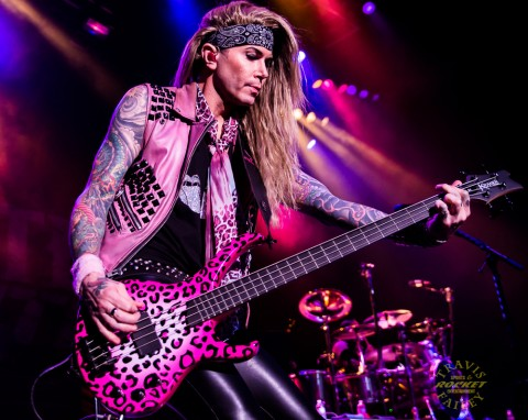 LEXXI FOXX - Steel Panther (photo TRAVIS FAILEY / RSEN)