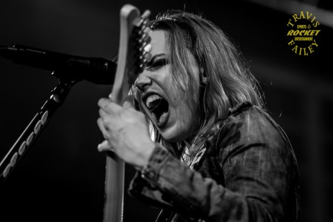 Lzzy Hale (photo Travis Failey / RSEN)