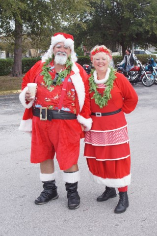 Mr. and Mrs. Claus (Eddie Michels photo)