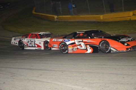 Dalton Sargent leads the field to green (5).  Bobby Good (27)  (photo Rodney Meyering)