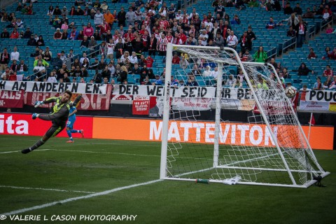 Fluminense Goalkeeper Diego Cavalieri misses as FC Koln scores in the 2nd half (photo Valerie L. Cason)