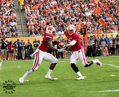 Joel Stave hands the ball to Gordon 1 of 34 times (Travis Failey / RSEN)