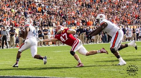 Wisconsin's Vince Biegel reaches for Cameron Artis-Payne (Travis Failey / RSEN)