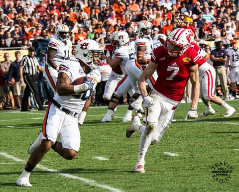 Auburn's Corey Grant turns the corner on Wisconsin safety Michael Caputo (Travis Failey / RSEN)