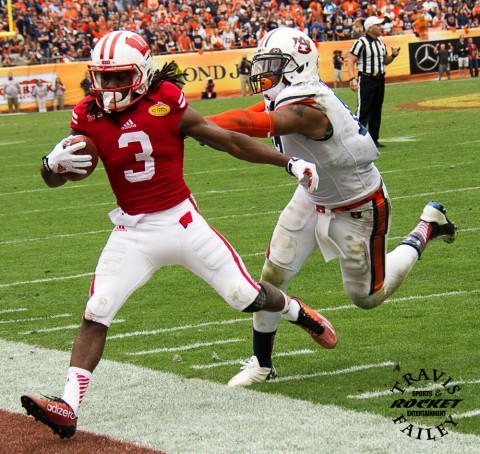 Wisconsin passing game was not really needed. QB Joel Stave threw for only 121 yards with 3 interceptions.  Here's one of Stave's 14 completion to WR Kenzel Doe. (Travis Failey / RSEN)