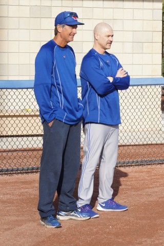 Bullpen coach Dane Johnson (L) and pitching coach Pete Walker getting into the spring thing. (EDDIE MICHELS PHOTO)
