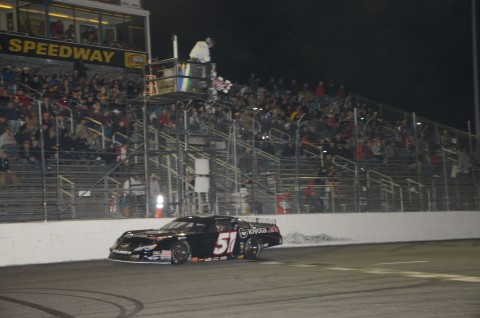 Christopher Bell takes the flag (photo by Rodney Meyering / RSEN)