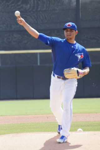 Toronto Blue Jays RHP Roberto Osuna (1-0) threw 3 2/3 shutout innings against the Tampa Bay Rays on Sunday to pick up his first win of the spring.  Osuna allowed just two hits, walked one, struck out two and hit a batter.  His fastball was at a consistent 94-95 MPH while his change up was in the low 80's. (EDDIE MICHELS/PHOTO)