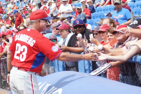 Manager Ryne Sandberg signs for the Fans (EDDIE MICHELS PHOTO)