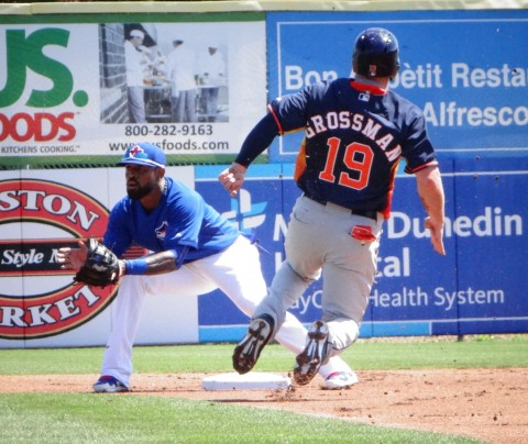 Jose Reyes waits for the throw...