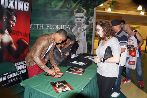 "Felix ""Diamante"" Verdejo signing autographs for the fans at The Corral USF Sundome last night. (photo Alex Menendez / LatinBox Communications)"