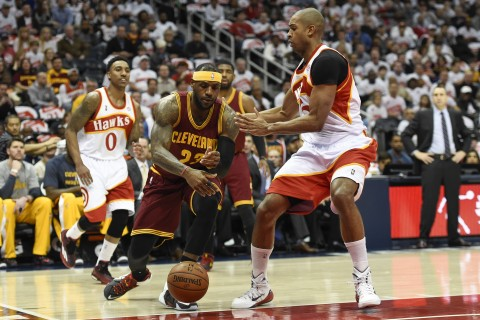 LeBron James loses the ball to Atlanta Hawks center Al Horford (15) during the first half at Philips Arena in the last regular season meeting between Cleveland and Atlanta March 6th.  Atlanta won 106-97.  In all, Atlanta won 3 out of 4 in the regular.  Atlanta on December 17th 127-98 and Decmeber 12th 109-101 with Cleveland winning the the first meeting of the year 127-94 on November 15th. (photo USA TODAY Sports / Dale Zanine)