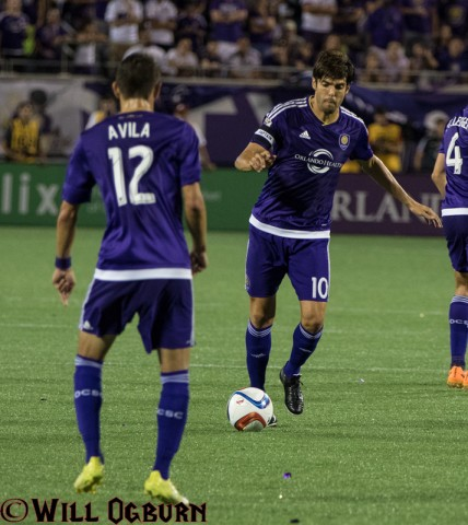 Kaka (10) and Eric Avila (photo Will Ogburn)
