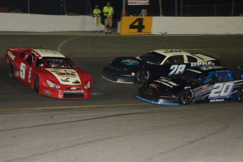 Daniel Keene Jr. (5) spins in front TJ Duke (28) and Anthony Sergi (Rodney Meyering photo)