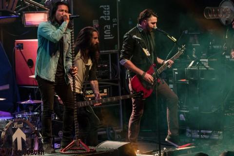 Leigh Kakaty (left), Matt DiRito (center) and Nick Fuelling- Pop Evil (Will Ogburn photo)