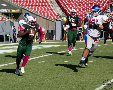 Flowers turns the corner for some of his 201 yards. (Travis Failey / RSEN)
