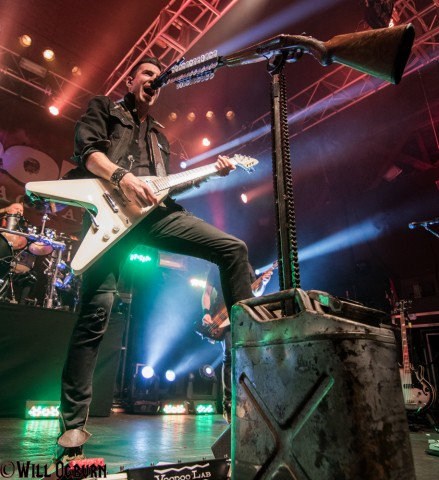 Tyler Connolly - Theory of a Deadman (Will Ogburn photo)
