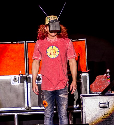 """Carrot Top """"Entertaining the crowd"""" live at Capital Theater (RSEN Photo, Travis Failey)"""