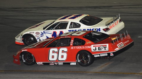 Steve Wallace racing side by side with David Rogers (photo Rodney Meyering / RSEN)
