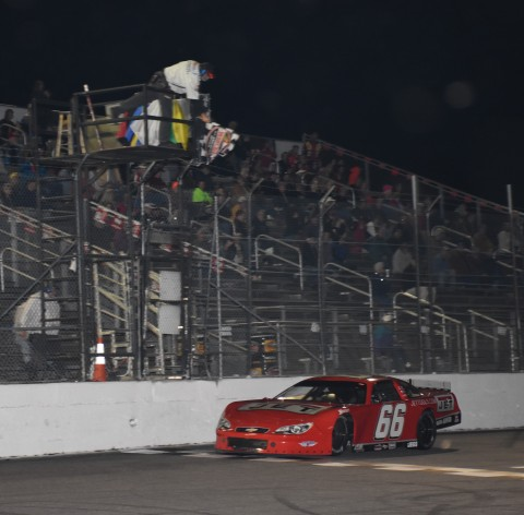 Wallace takes the checkered flag (photo Rodney Meyering / RSEN)