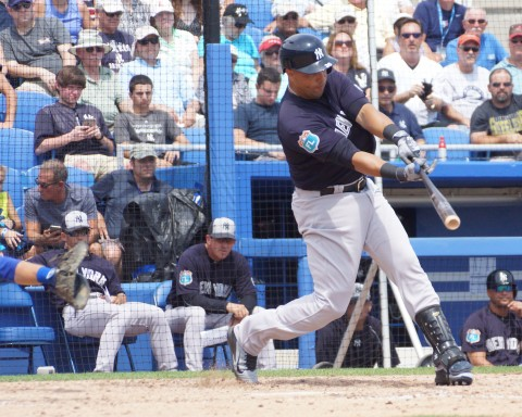Carlos Beltran Infield Single to Second in 6th (EDDIE MICHELS PHOTO)