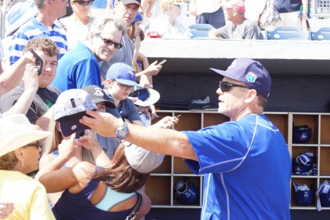 John Gibbons signs autographs for the fans (Photo Eddie Michels)