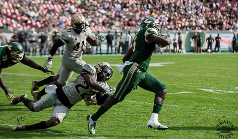 USF had two 100-yard rushers for the fifth time this season. Marlon Mack finished with a season-high 155 yards after breaking off touchdown runs from 43 and 56 yards out. The junior from Sarasota became the first Bull, and only the third player in Florida collegiate history, to post three consecutive 1,000-yard rushing seasons. (TRAVIS FAILEY PHOTO)